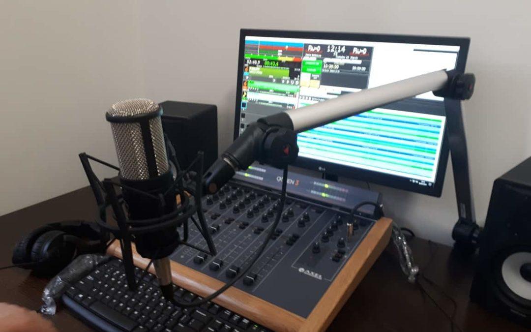 PRONTO LO STUDIO RADIOFONICO DI ADEL22!!
